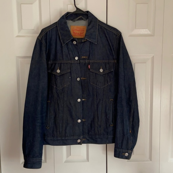 Men's Levi's dark blue denim jacket sz M